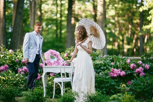 romantic-spring-wedding-outdoor-venue-bride-with-parasol.original