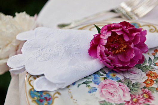 romantic-spring-wedding-outdoor-venue-reception-place-setting-details.full